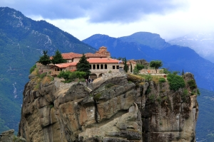First stop was Meteora with its famous once-secluded but now much-visited monasteries set on the top of towering rock pinnacles, rope windlasses replaced by wooden bridges and steps and tunnels hewn out of the rock.