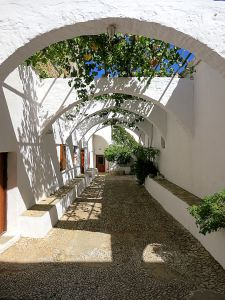 The arched courtyard at the side of the chapel