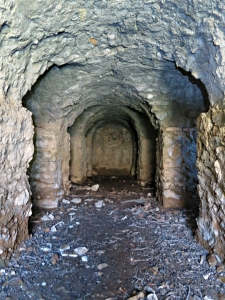 Inside the catacombs, four small cells on each side