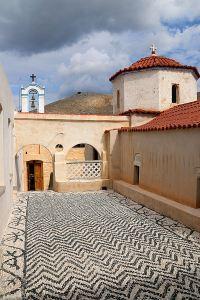 The Hochlakos mosaic courtyard