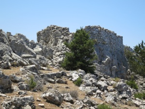 Approaching Lappatoniou castle