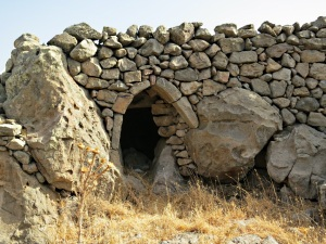 The entrance to one, built using large in-situ rocks