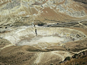 Another angle on the Stephanos crater, the arriving coaches showing its scale